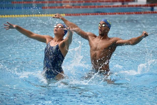 BLOG: Renan Alcantara, integrante do dueto misto do nado sincronizado grava filme na França