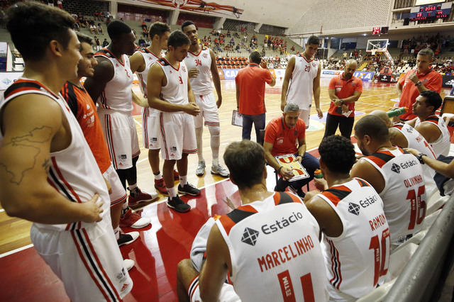 BLOG: José Neto destaca o mérito do grupo na conquista do primeiro lugar na fase regular do NBB