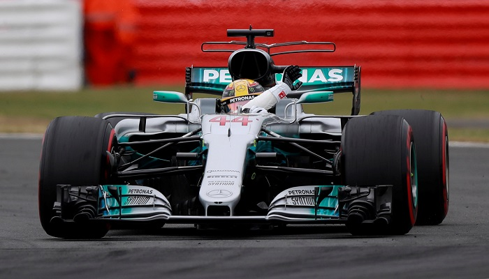 BLOG: Hamilton, pole, faz Silverstone explodir