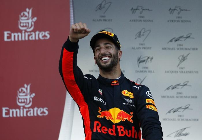 BLOG: Ricciardo sorri num domingo caótico