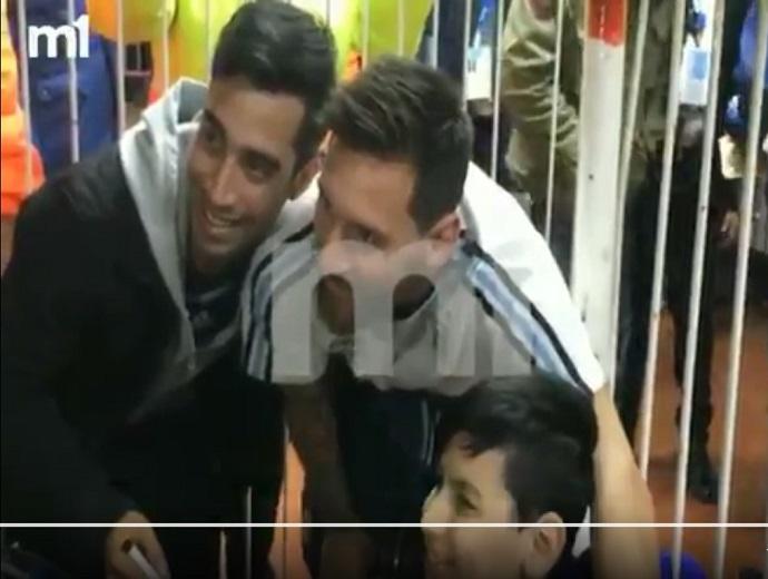 """BLOG: Messi atende fã com necessidades especiais e recebe apoio: """"Vamos nos classificar!"""""""