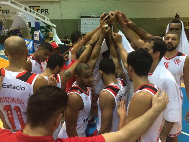 BLOG: Trio rubro-negro é dominante e Flamengo consegue a primeira vitória no NBB 10