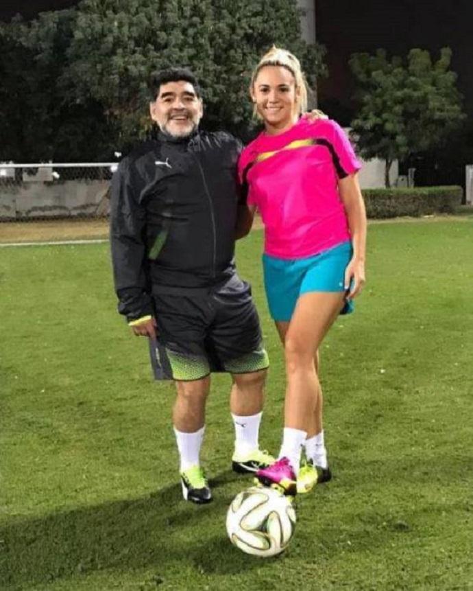 BLOG: Namorada de Maradona estreia na Série B argentina com a 10, mas o desempenho...