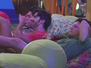 BBB às 23h56m do dia 06/02. (Foto: Big Brother Brasil)