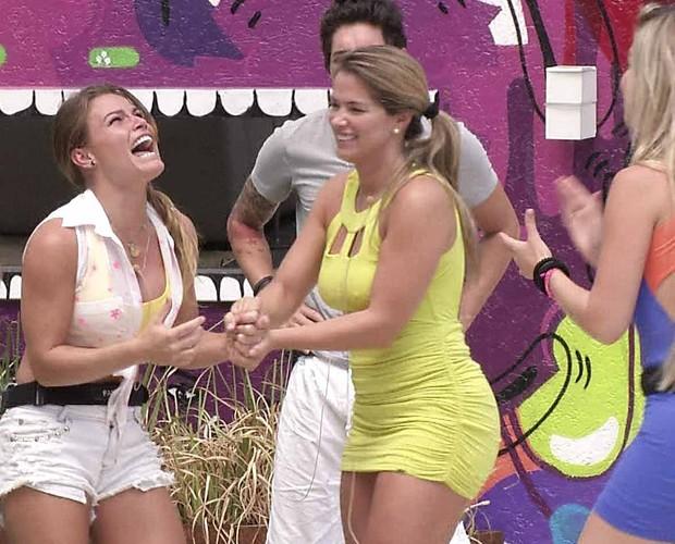 Natalia comemora (Foto: BBB/ TV Globo)