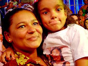 A baiana Mara leva a bolada de R$ 1 milhão e revê a filha fora da casa