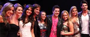 Ex-BBBs dançam ao som de Jota Quest na grande final do BBB11 (Inácio Moraes/TVGlobo)