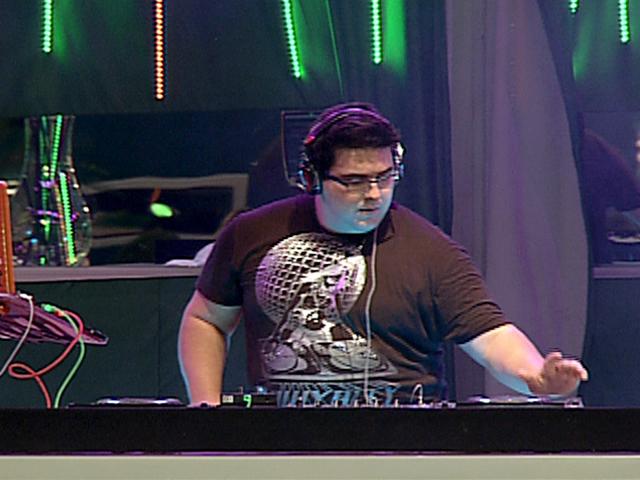 André Marques foi a primeira presença VIP na casa do BBB12. O apresentador foi o DJ da Festa Fusion
