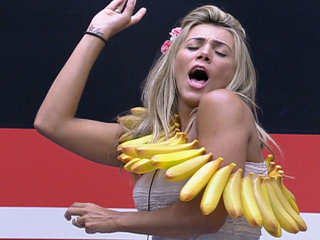 Fabiana tira de letra a dieta de banana e água que cumpriu com Rafa durante 36 horas