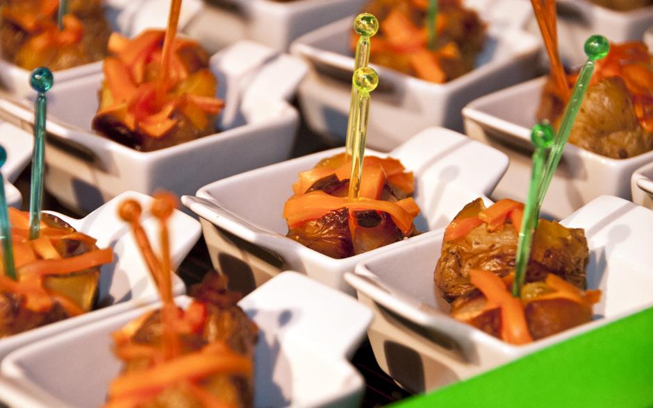 Batatinhas assadas e recheadas com cheddar e bacon