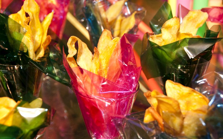 Outra delícia super leve são os chips de baroa envoltos em papel celofane