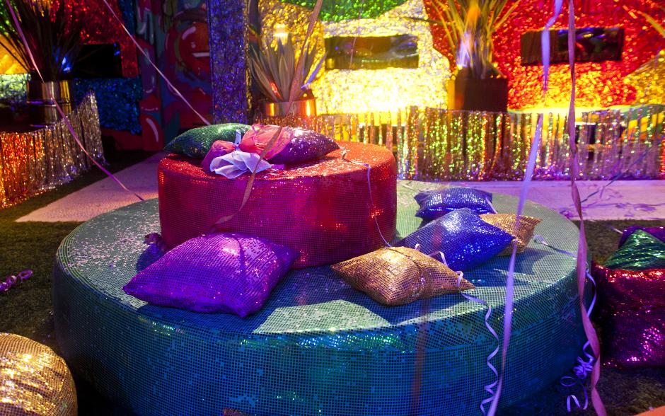 Brothers não perdem o Carnaval: Festa Folia traz o clima com muito brilho, confete e serpentina na casa