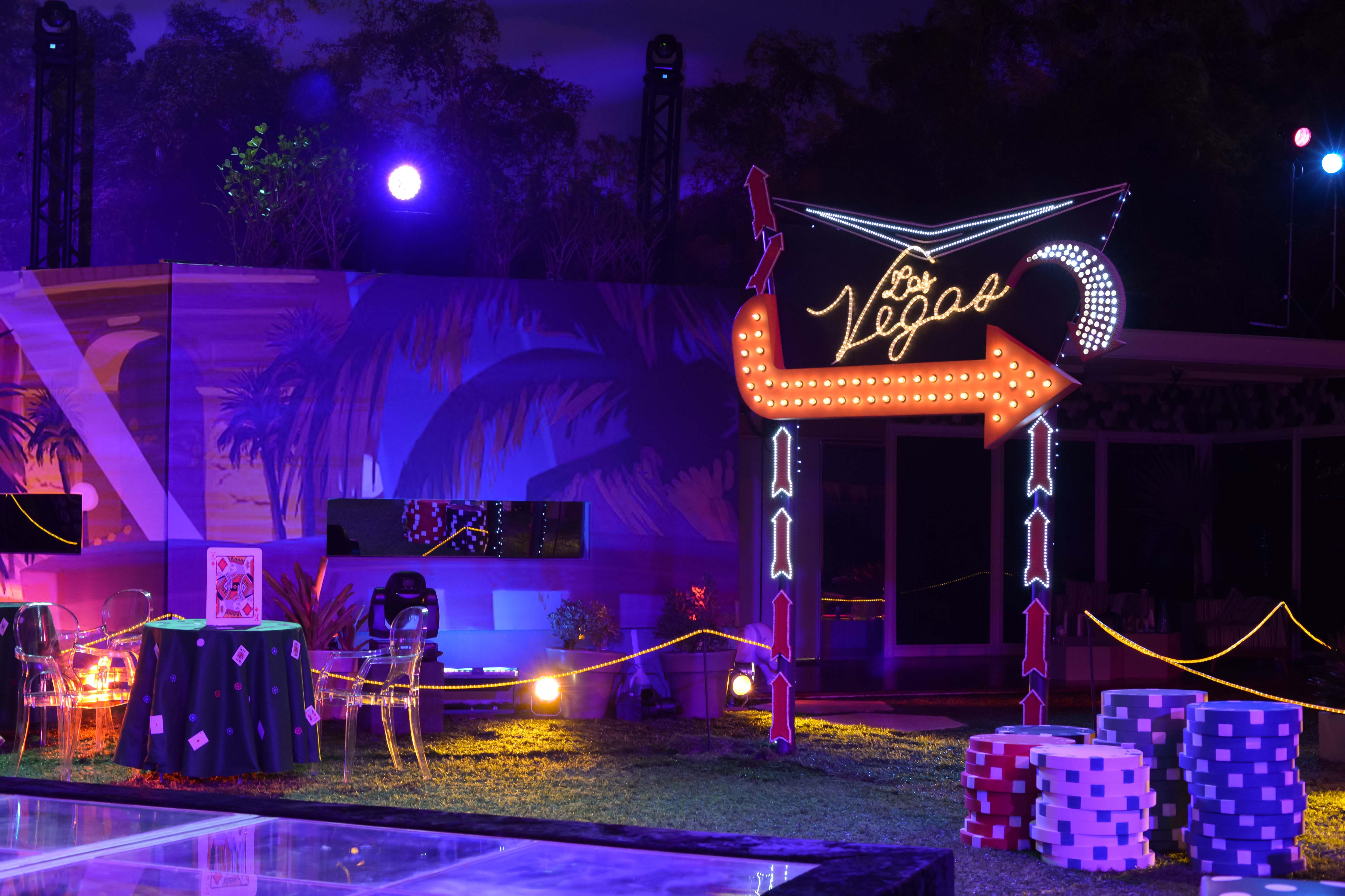 Festa Vegas Traz Decora 231 227 O Bem Colorida Com Cassino E