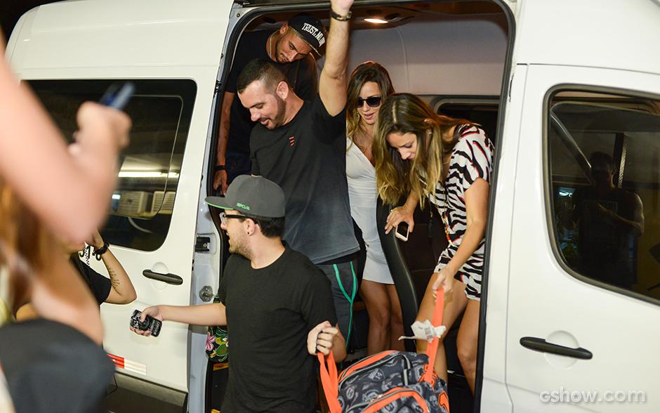 Bonde da van! Brothers chegam ao Projac para coletiva de imprensa (Camila Serejo/TV Globo)