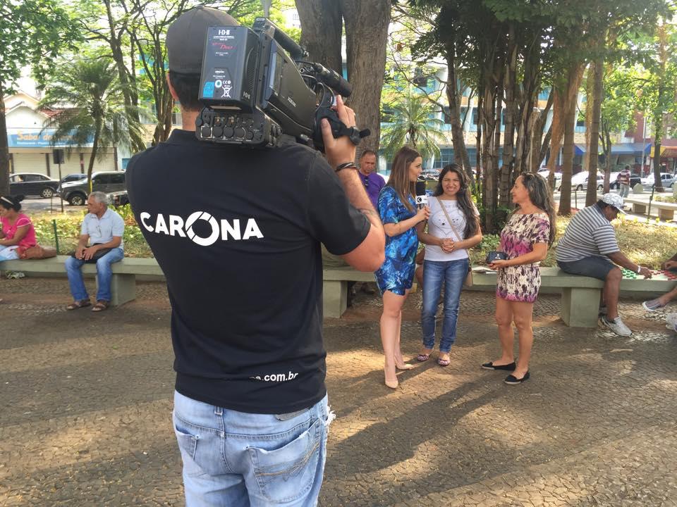 Cecília comandou o quiz do Carona nas ruas de Uberlândia