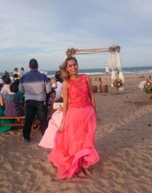 Para a Luana a Boa foi curtir o casamento de seus amigos na praia
