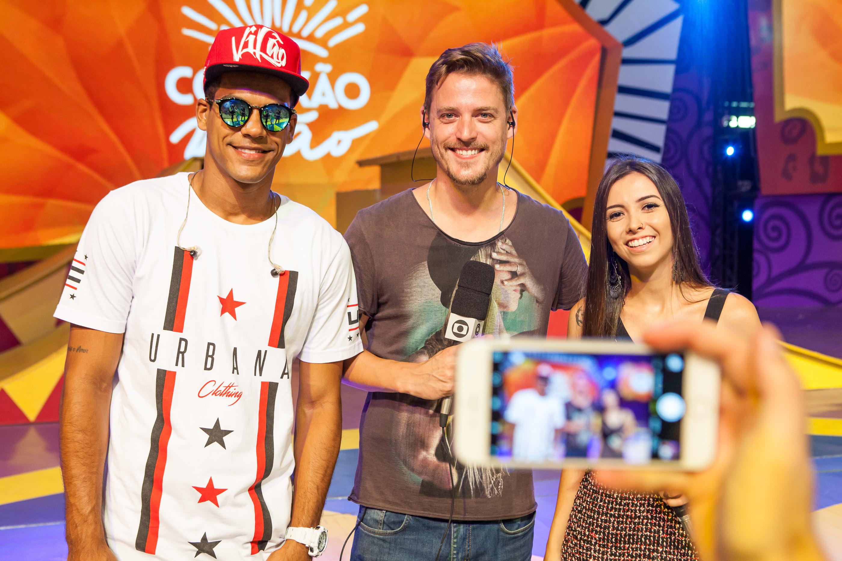 Thalita Meneghim e Guilherme Bernardy apresentaram o Mistura ao vivo