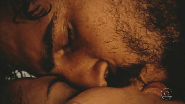 Santo e Tereza e o beijo apaixonado