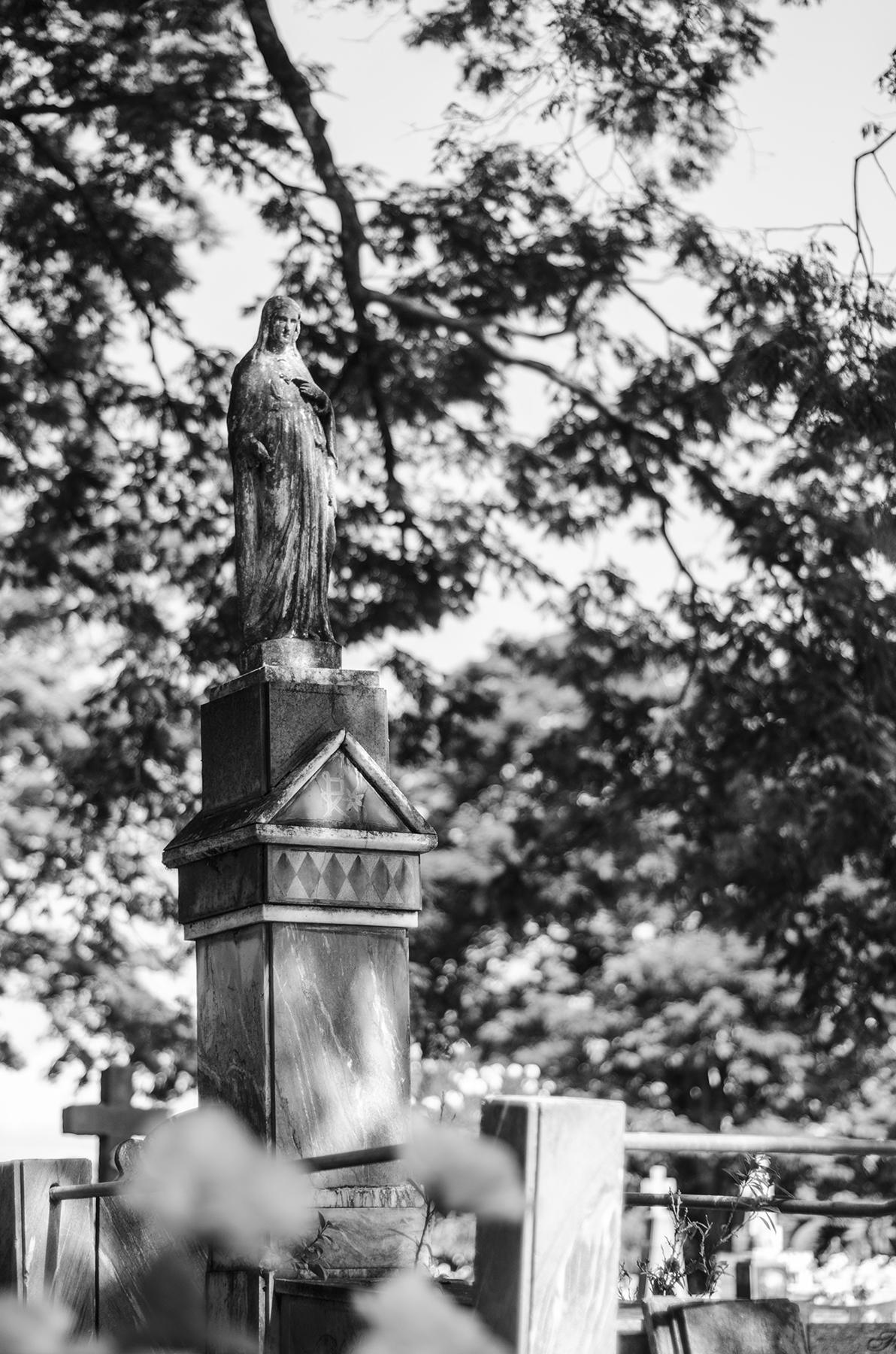 Clayton e Duda registram a beleza, arte e o mistério dos cemitérios