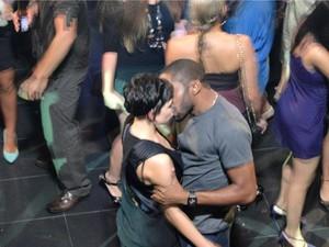 André pega Leila de jeito