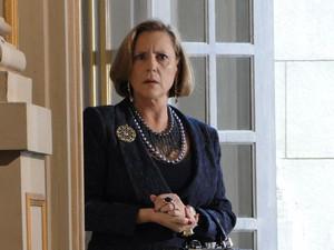 Minerva ouve com atenção plano de Fernando (Foto: Morde&Assopra/TVGlobo)