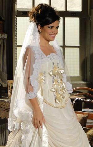 Vanessa aprova o modelo e diz que tem tudo a ver com Celeste (Foto: Morde&Assopra/TVGlobo)