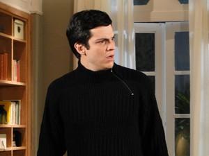 Ícaro fica desolado ao saber que Naomi mentiu para ele (Foto: Morde&Assopra/TVGlobo)