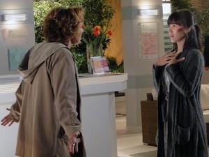 Eva expulsa Manu de casa e manda ela sumir com Júlia (Foto: A Vida da Gente - Tv Globo)