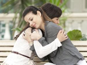 Amiga para todas as horas, Alice consola Manu (Foto: A Vida da Gente - Tv Globo)