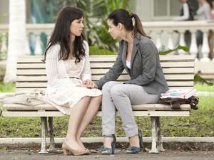 Alice apoia Manu e pede para ela acreditar em sua relação com Rodrigo (Foto: A Vida da Gente - Tv Globo)