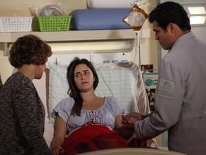 Eva interrompe Lúcio várias vezes e diz que a filha vai voltar a ser uma campeã (Foto: A Vida da Gente - Tv Globo)