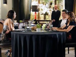 Alice admite ter ficado magoada com Renato (Foto: A Vida da Gente - Tv Globo)