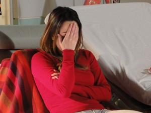 Ana não consegue ter sossego (Foto: A Vida da Gente - Tv Globo)