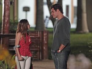 Lúcio leva Ana para casa (Foto: A Vida da Gente / TV Globo)