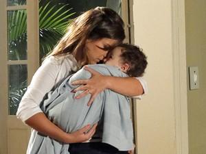 Camila visita Flavinho (Foto: Aquele Beijo/TV Globo)