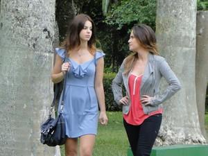 Ana desabafa com Alice e diz que prefere ficar bem com Manu (Foto: A Vida da Gente - Tv Globo)