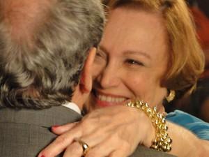 Iná anima o amado para enfretar o câncer (Foto: A Vida da Gente/TV Globo)
