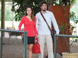 Surpresa: Rodrigo leva Ana ao clube com quadra de tênis (Foto: A Vida da Gente/TV Globo)