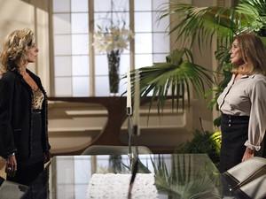 Maruschka fica em choque ao saber que Regina descobriu o paradeiro de seu filho (Foto: Aquele Beijo/TV Globo)