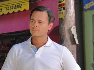 Ricardo fica inconformado com Bernadete (Foto: Aquele Beijo/TV Globo)