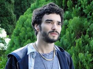 Leandro fica surpreso com a mudança de Naomi (Foto: Morde & Assopra / TV Globo)