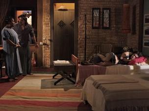 Zilá observa Luana dormindo e é flagrada por Mandrake (Foto: Fina Estampa/TV Globo)