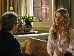 Lourenço tenta convencer Celina de que quer ser pai (Foto: A Vida da Gente / TV Globo)