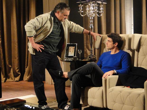 Saulo quer ajuda de Fred para tirar Bete e Mauro do caminho