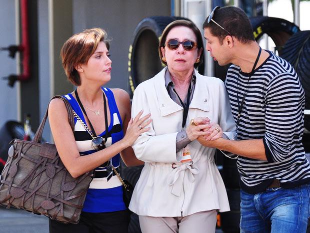 Bete recebe ajuda de Lorena e Danilo após acidente de Gerson