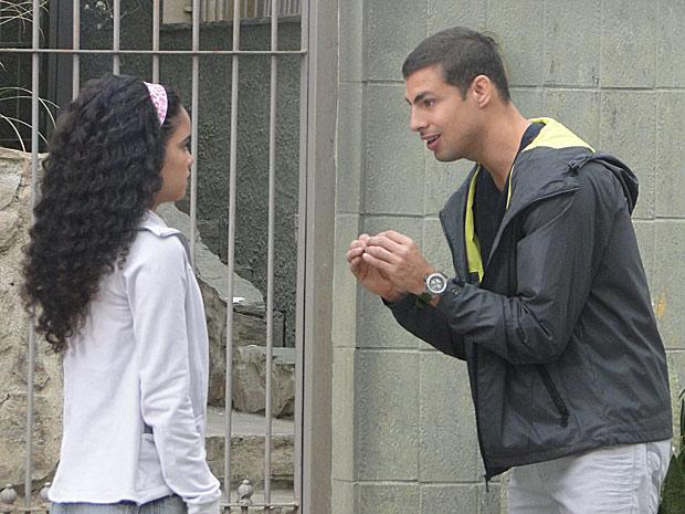 Danilo assume para Kelly que está gamadão em Clara