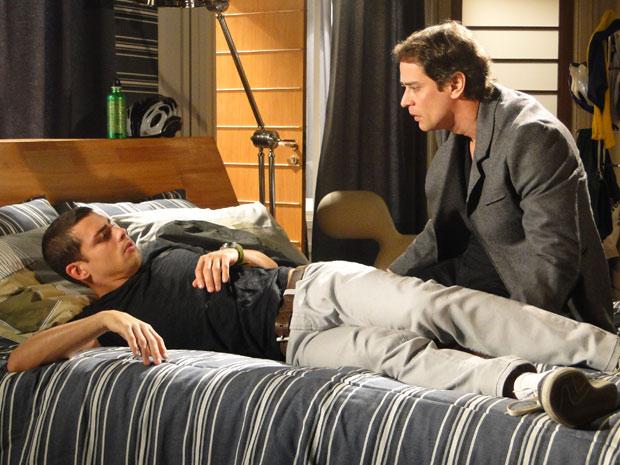 Gerson acorda Danilo dando bronca nele