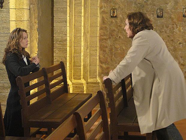 Gemma fica furiosa ao ver Clara em sua igreja