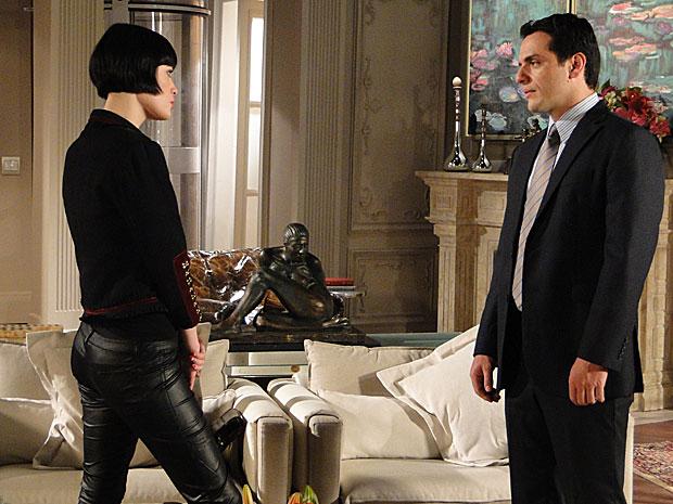 Noite com Fred dá coragem a Melina, que desiste Mauro