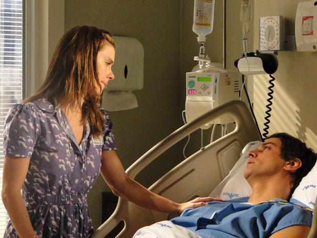 Gerson acorda e vê Diana em sua frente. O piloto revela a esposa que o acidente aconteceu, pois ele estava pensando na jornalista
